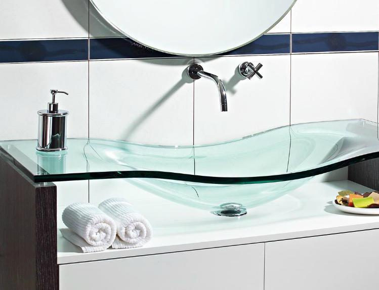 Como decorar o banheiro com moveis e objetos de vidro?