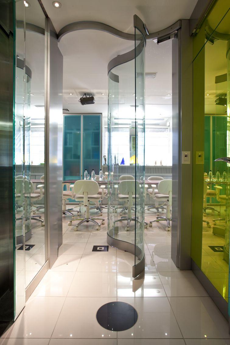 benefícios da porta de vidro escritorio