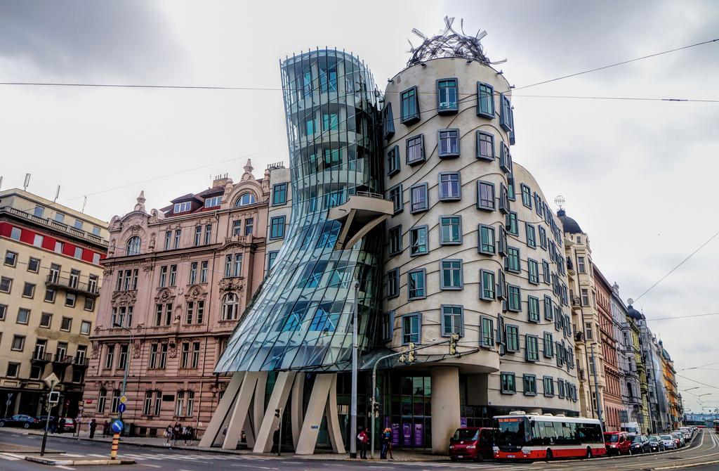 prédios de vidro praga