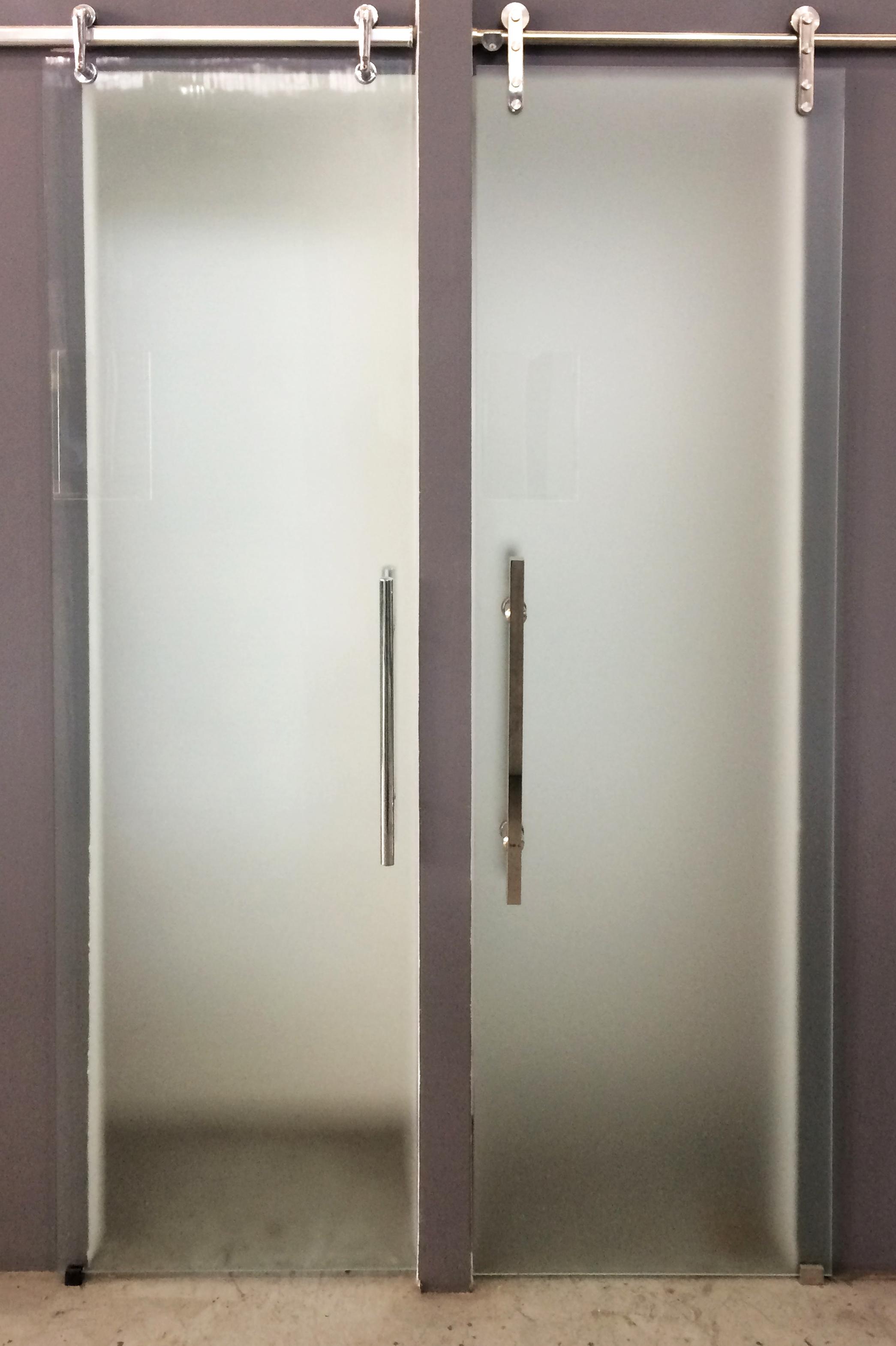 porta de vidro com acabamento