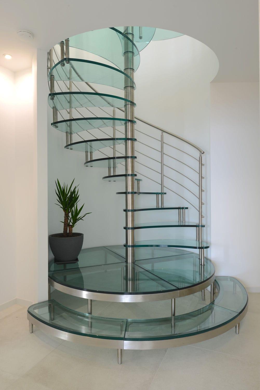 escada de vidro caracol