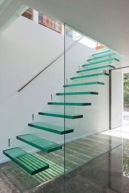 escada de vidro reta