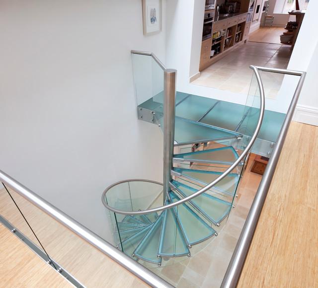 escadas de vidro caracol